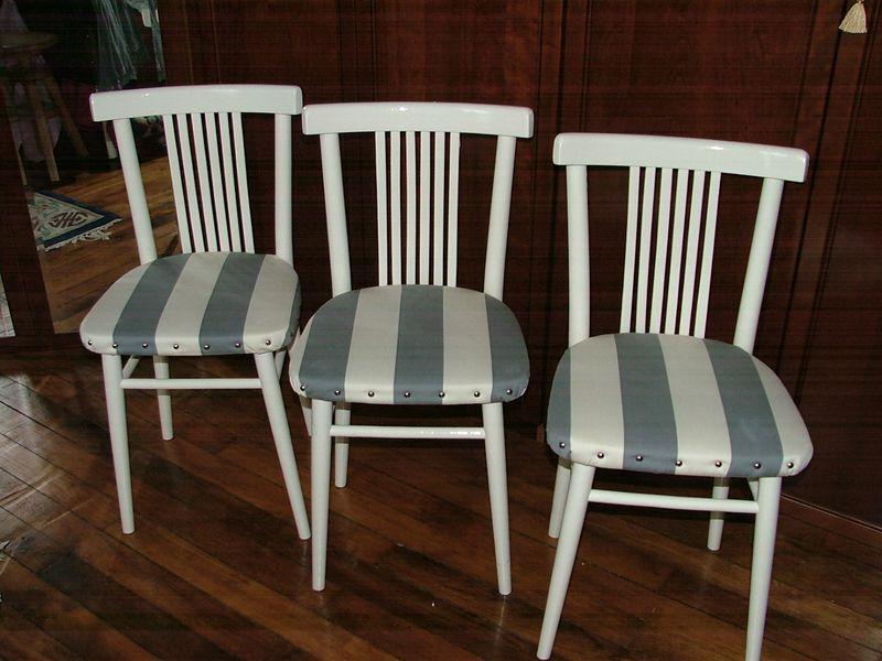 La 3 me vie des ces petites chaises de bistrot relookage et recycling - Relooker chaise bois ...