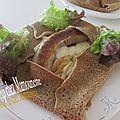 Pâte au sarrasin pour galettes, farcies à la saucisse fraîche de bretagne, oignon et provolone