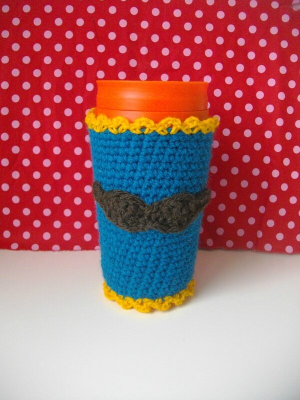 mug-sweater-moustache-crochet-turquoise-marron-jaune-or-laine-tissu-pois-rouge-rose