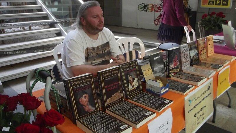 Kamash sur le stand OXYMORON Editions - Sant Jordi Centre Del Mon Perpignan 23.04.2014