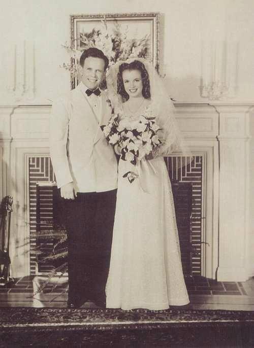 Les robes de mari e des stars de l 39 poque eug ne et louise - Robe de mariee annee 60 ...