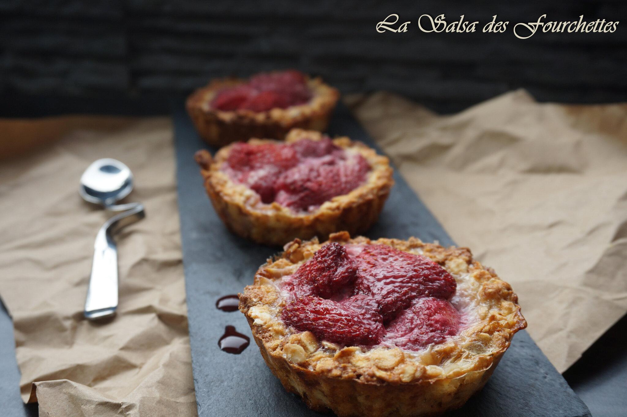Tartelettes avoine fraises la salsa des fourchettes - Fond de tarte biscuit ...