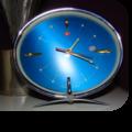 Réveil chromé, cadran bleu