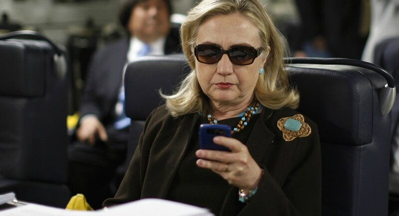 Hillary-clinton-blackberry