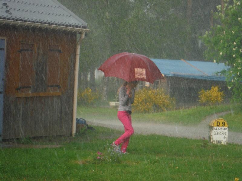 77, Lydia sous la pluie