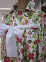 Manteau en lin fleuri sur fond blanc - noeud de lin blanc (5)