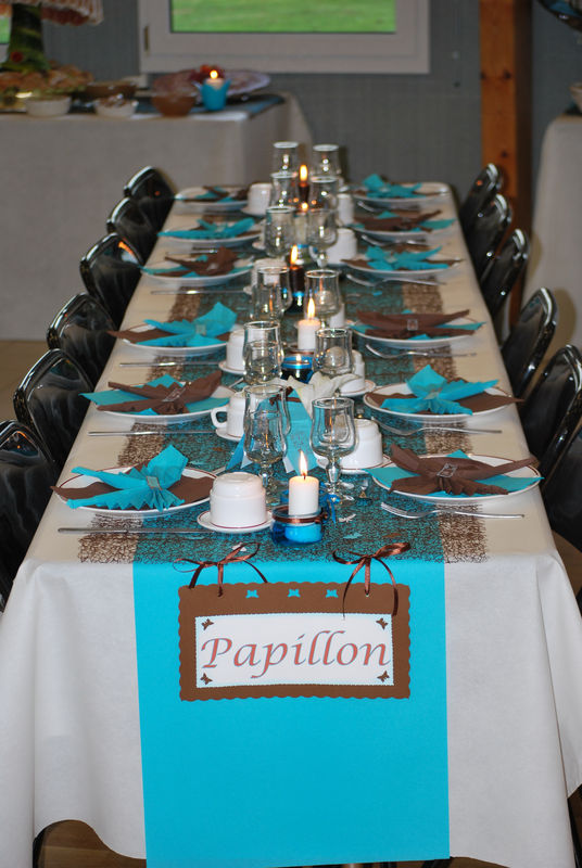 Mariage chapitre i les pr paratifs la petite f e - Les nappes des tables ...