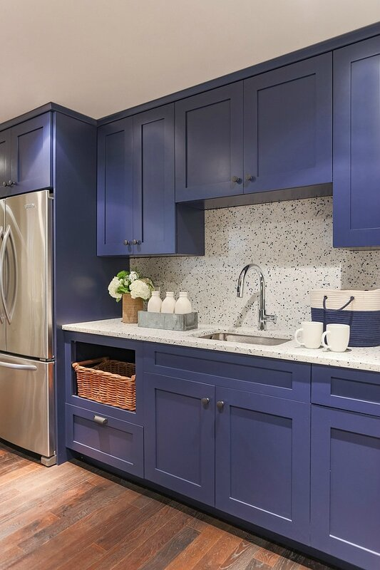 Basement-Kitchen-with-navy-cabinets-and-quartz-countertop-and-backsplash_-Marthas-Vineyard-Interior-Design-