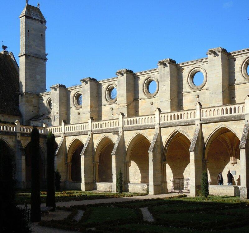 Cloitre ruines église