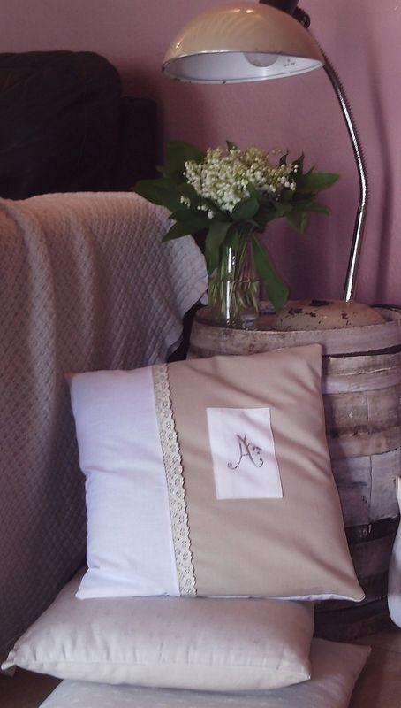 housse de coussin monogramme fait main photo de couture. Black Bedroom Furniture Sets. Home Design Ideas