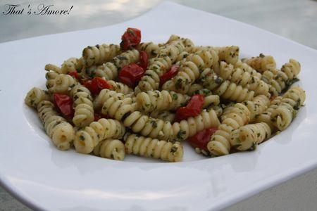 Salade_de_p_tes_au_pesto_de_roquette_et_tomates_confites