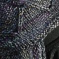 Une écharpe tricotée dans la longueur....