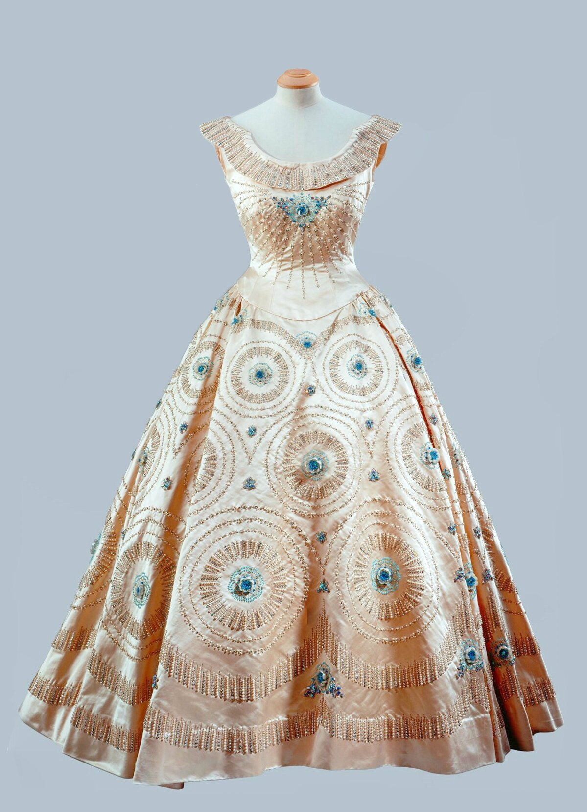 Norman Hartnell, Cream crinoline gown with blue embroidery