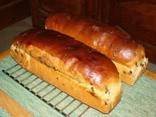 2008 04 22 Les deux pains de mies aux pépites de chocolat que Cyril viens de faire