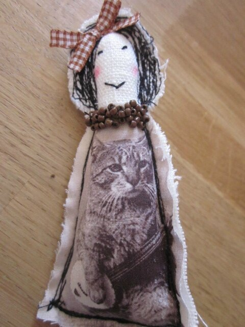 "Une broche ""Les Poupettes... by La Fée Marraine""... au chat... n°15..."