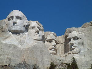 800px_Mount_Rushmore_National_Memorial