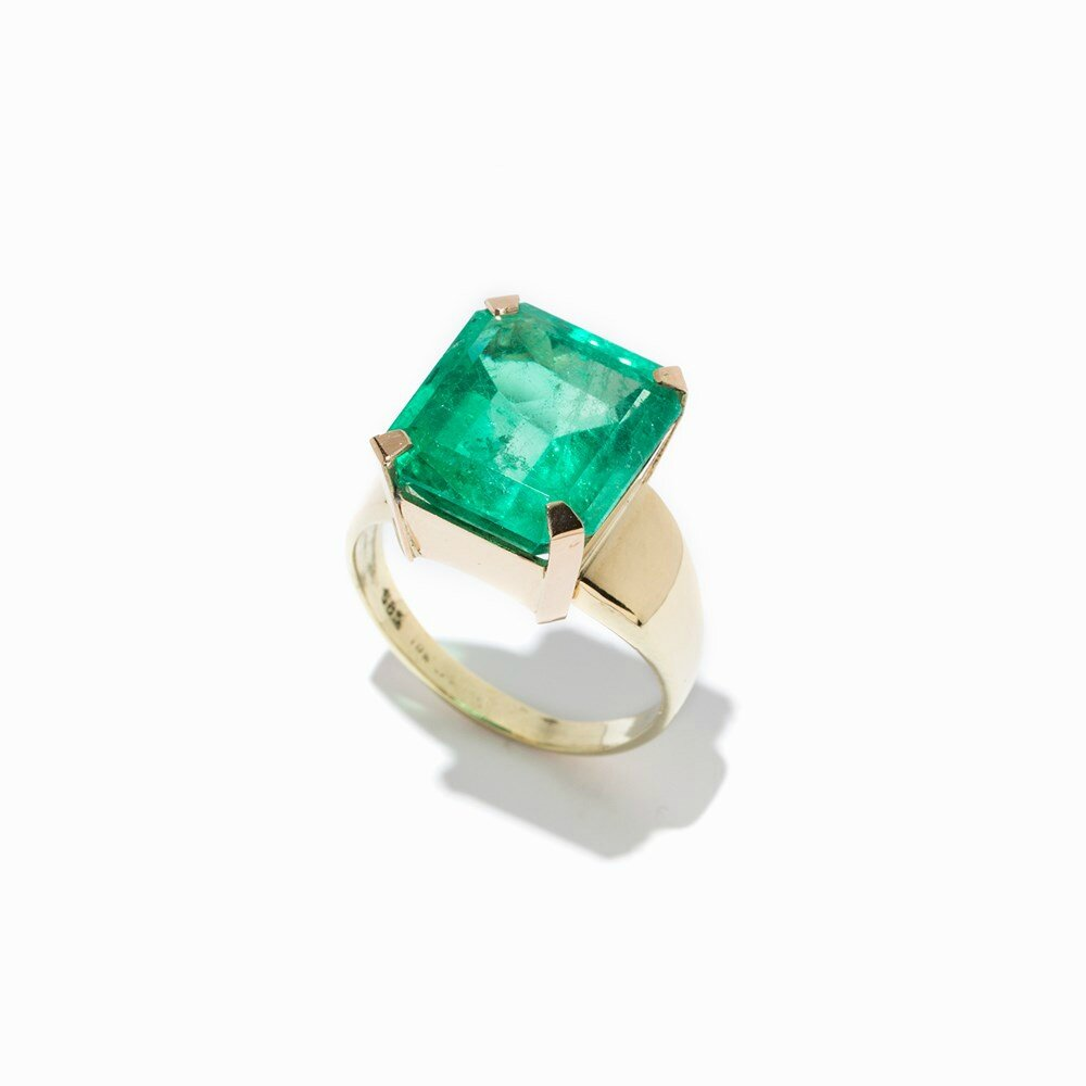 Cocktail Ring with a Natural Colombian Emerald of 11.15 Ct