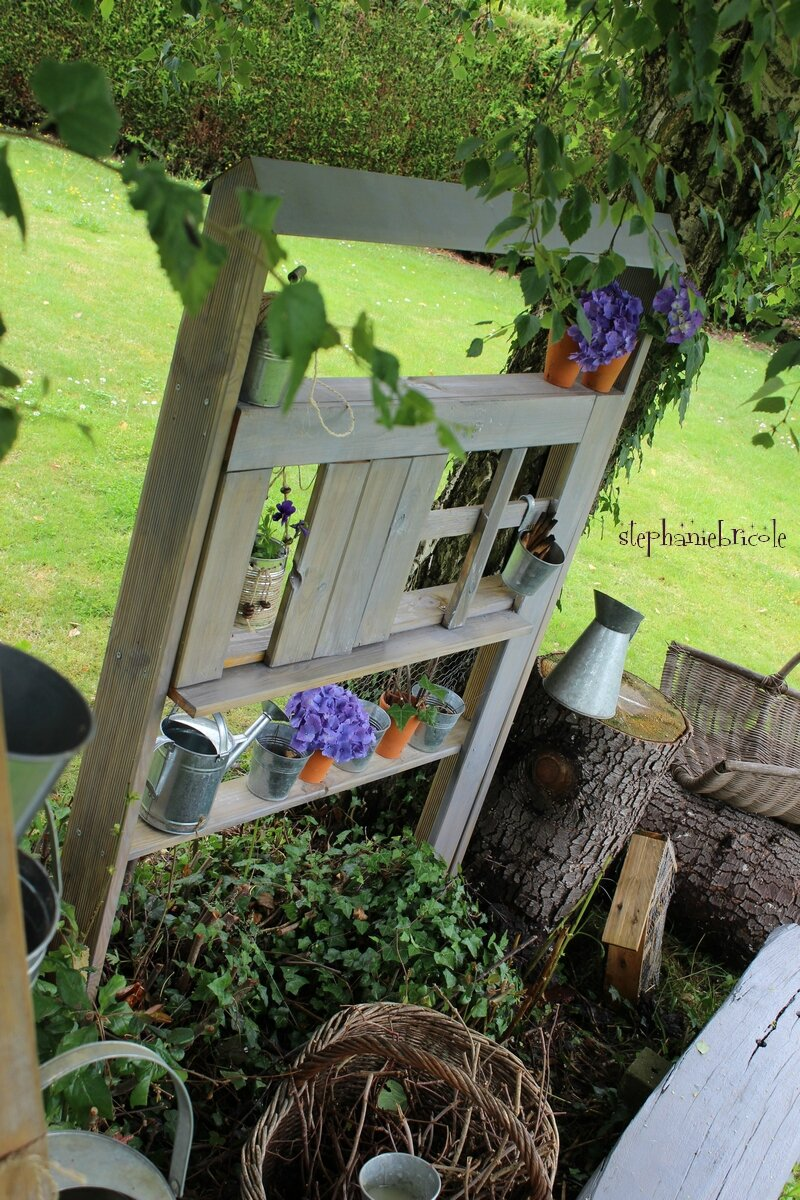 Blog diy comment faire soi m me une maison tag re pour for Creation deco jardin