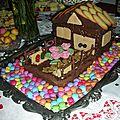 Gâteau d'anniversaire: maison en chocolat avec jardin
