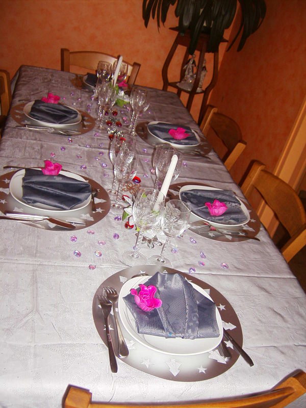 Table grise photo de art de la table recettes et - Art de la table decoration ...