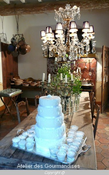 wedding cake romantique pour l 39 h tel jardins secrets n mes atelier des gourmandises. Black Bedroom Furniture Sets. Home Design Ideas