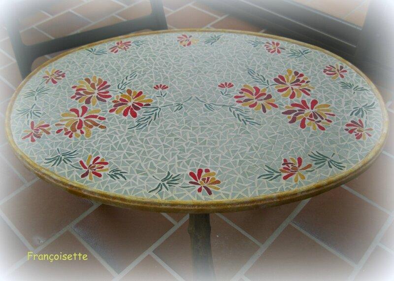 Table en mosa que fran oiset bricole for Faire une table de jardin mosaique