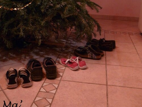 9-famille_131222_pied_sapin