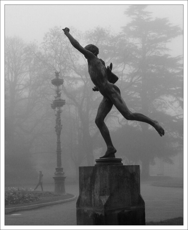 Toulouse statue jogger brume 221213 4