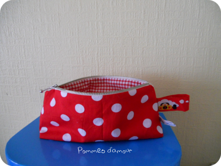 trousse rouge rond