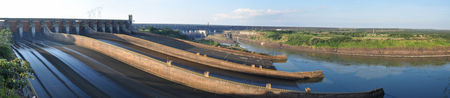 Itaipu__ou_8km_de_barrage