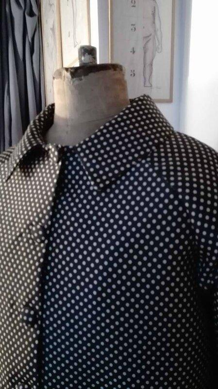 Veste VICTORINE en toile polyester noir à pois beige - Doublure de satin noir (10)