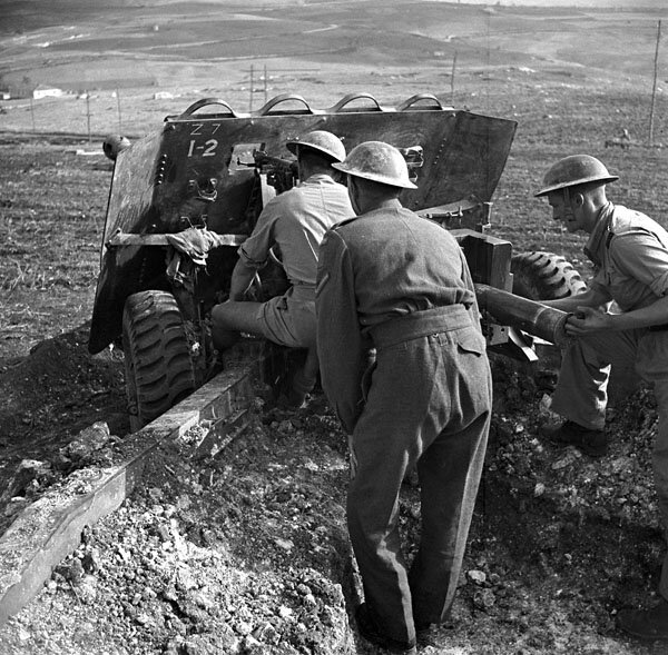 17_pounder_Italy_1943_A213693-v6