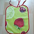 fraise cerise fond vert biais rouge