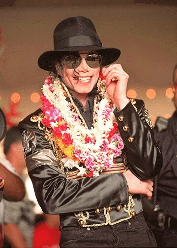 michael-makes-a-stop-in-honolulu-hawaii-during-his-history-world-tour(103)-m-4