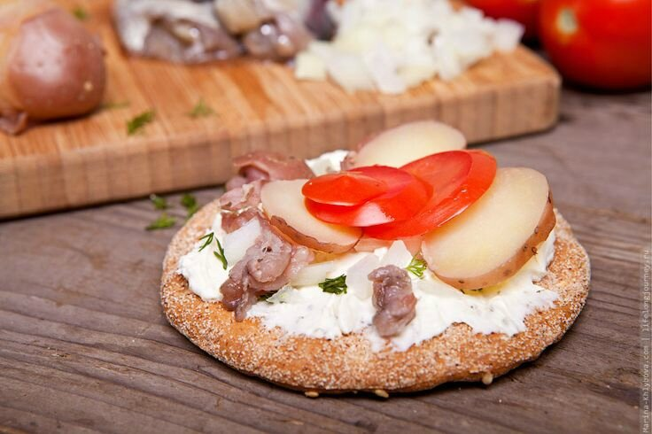 Surströmming et Aquavit_eau-de-vie de céréale ou de pomme de terre parfumée avec différentes substances aromatiques (2)