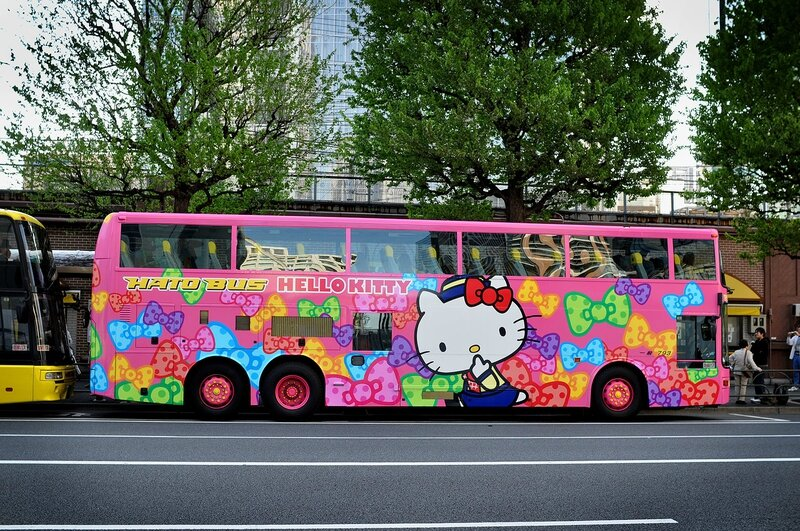 hello_kitty_bus_tokyobling