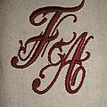 monogramme brodé FA
