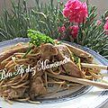 Filet de poulet en aiguillettes au massalé et pâtes chinoises