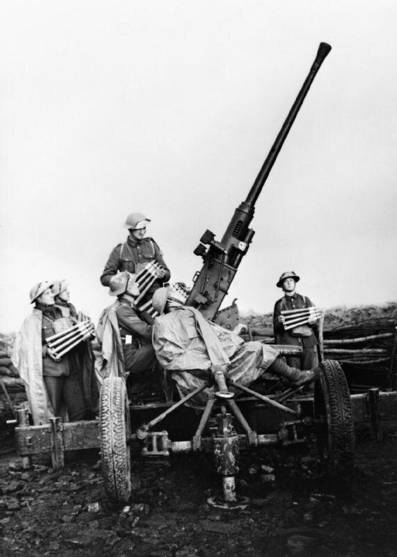 A_40mm_Bofors_anti-aircraft_gun_and_crew_near_Douai,_France,_November_1939__O327