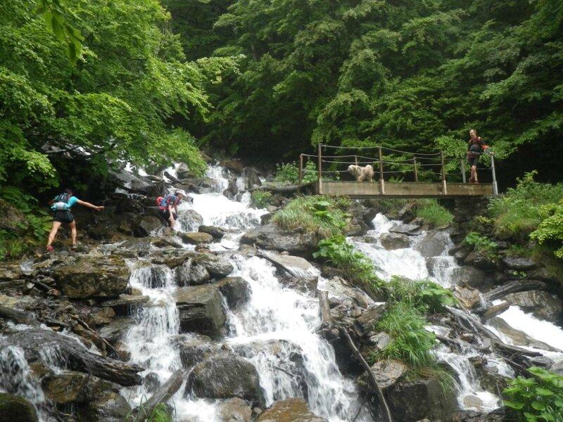 (9) Passage dans la cascade
