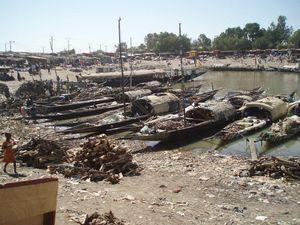 Au fond de l'anse du port de MOPTI Mali