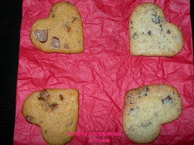 Cookies-coeurs au caramel au beurre salé et aux Daims