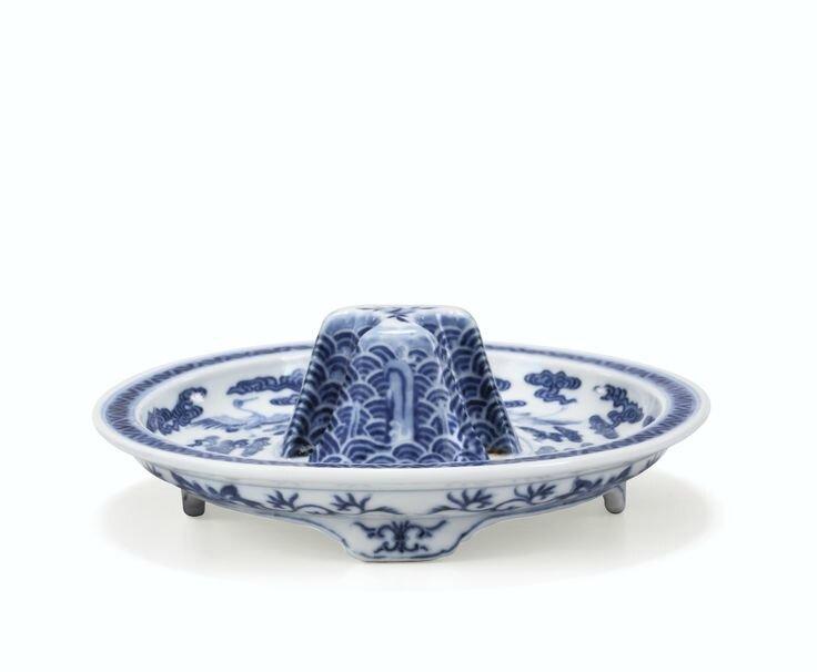 Support de coupe en porcelaine bleu blanc, Marque et époque Qianlong