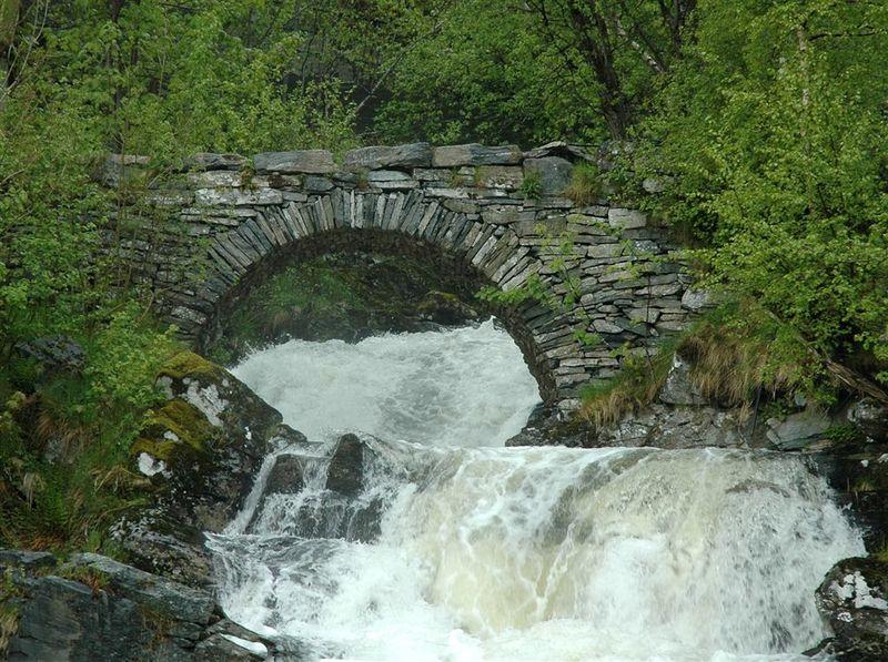 Vieux pont en pierre