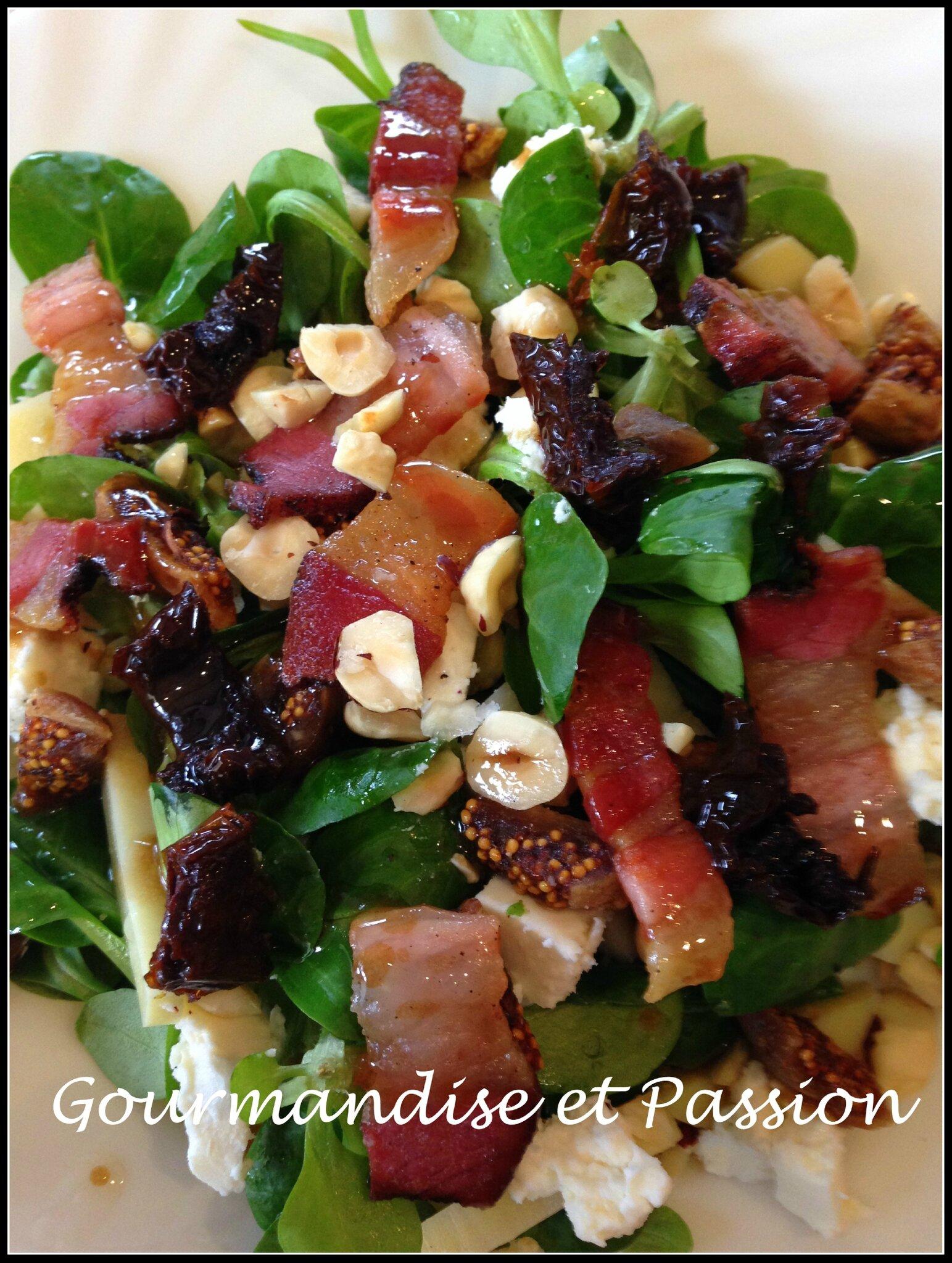 Salade d'hiver à la feta, figues et noisettes torréfiées