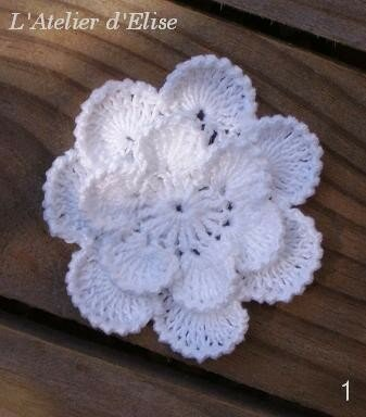 2. Broche fleur n°1
