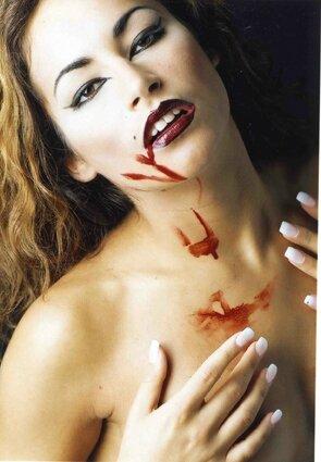 Copie de vampire nue 1020 72 dpi