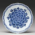 A blue and white 'peony' foliate rim dish, 17th century