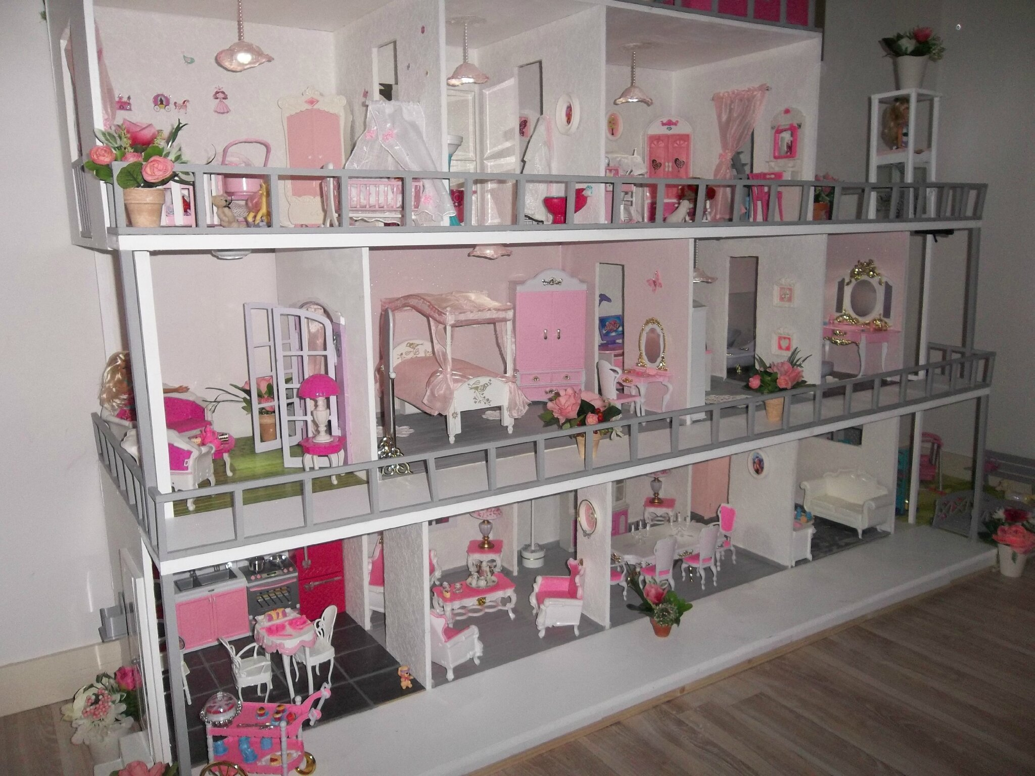 maison barbie en bois. Black Bedroom Furniture Sets. Home Design Ideas