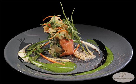 Entree_du_menu_a_21_euros_Cannelloni_de_SAUMON_marine_aux_herbes_celeri_confit_mache_et_citron_bergamote_par_Jerome_Burel_O_Berges_de_Lasssou_a_Monteils_12